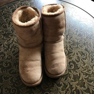 Authentic Ugg boots chestnut size 6
